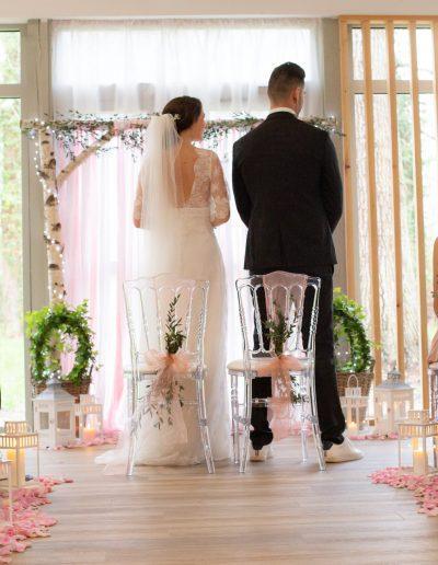 Décoration de mariage à Deauville, au Domaine les Planches - Les mariés en place, par CREA EVENT, Décoratrice UFDI à Honfleur, Deauville, Caen - 14