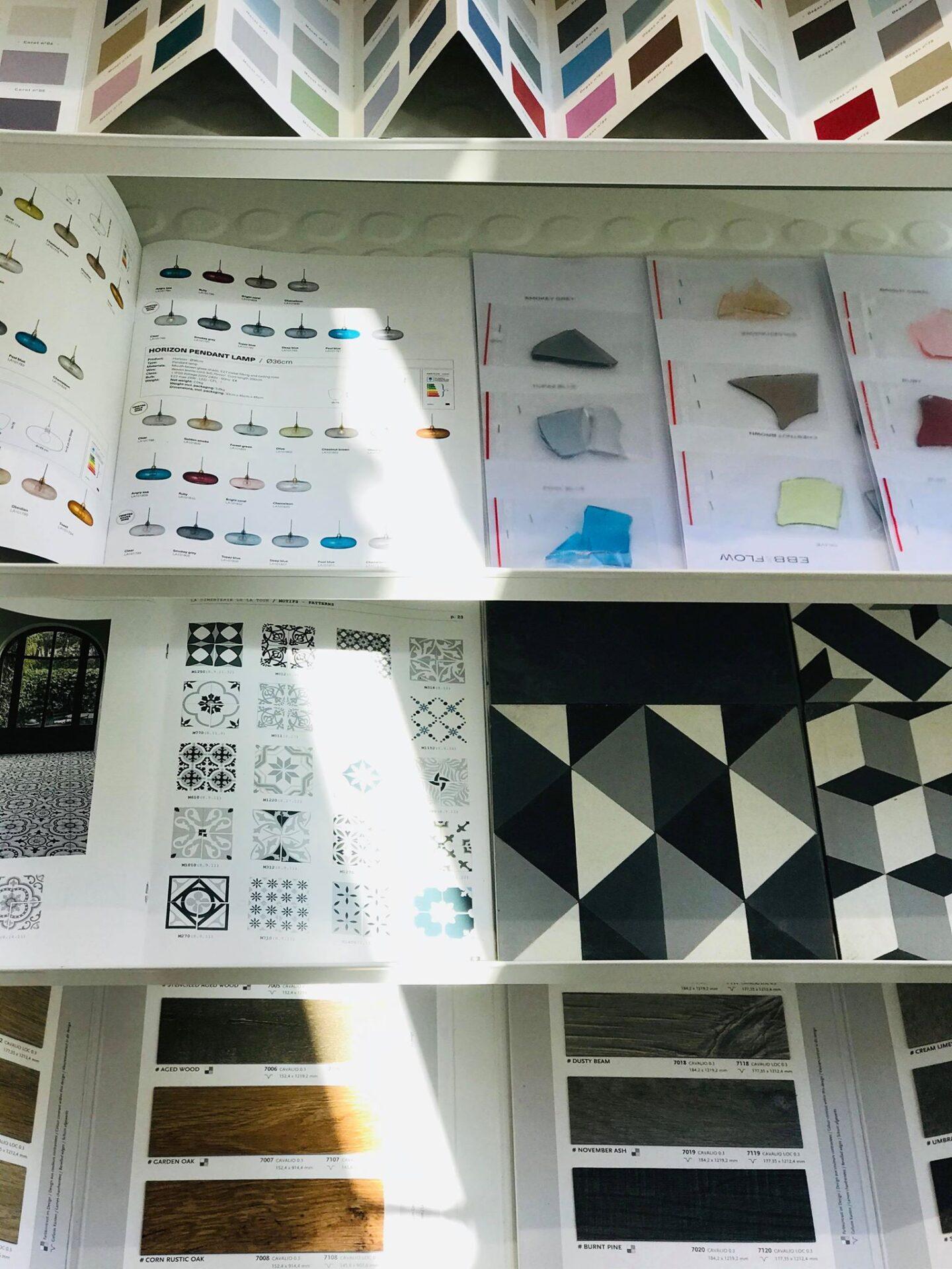 Nuanciers de matières dans le showroom de CREA-DECO, Décoratrice d'intérieur à Honfleur 14