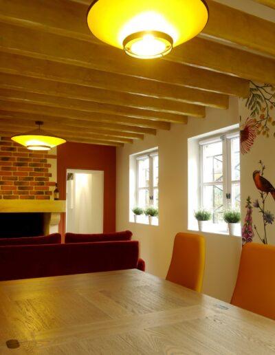 Vue de la salle à manger vers la cheminée et le mur terracotta © francois louchet, par CREA DECO, Décoratrice UFDI à Honfleur, Deauville, Caen - 14