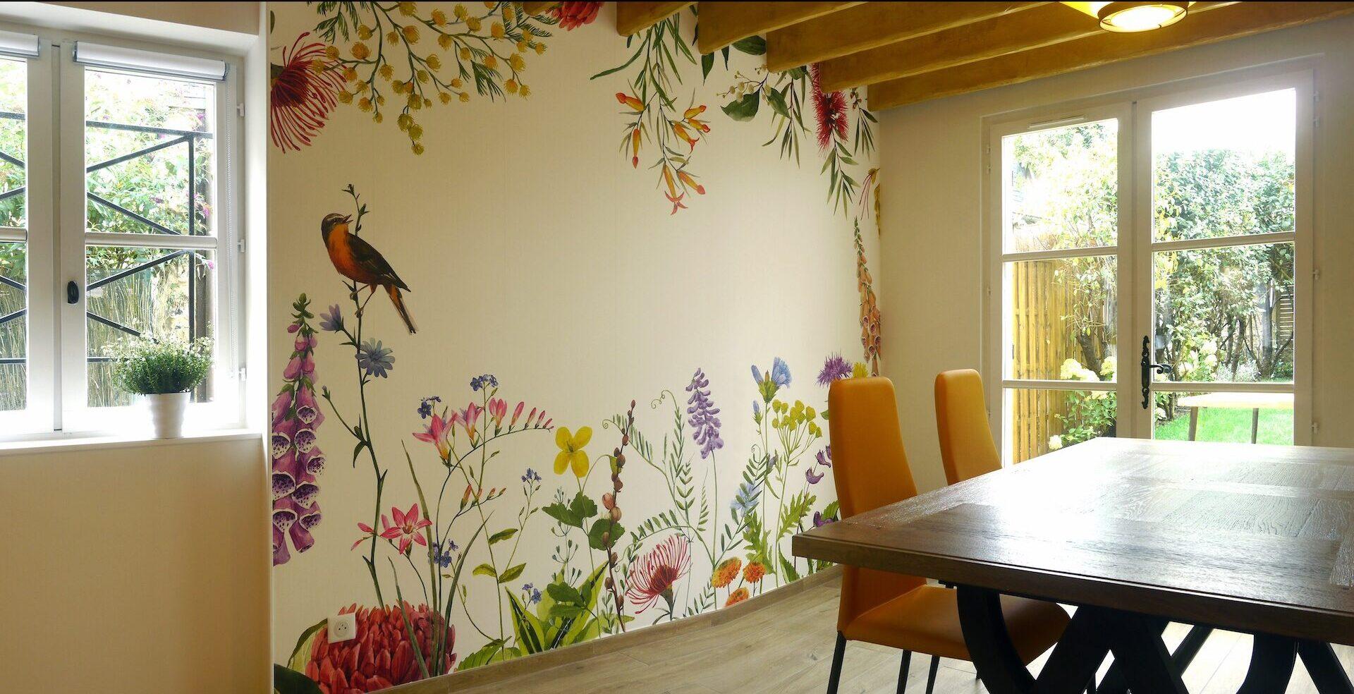 Vue sur la pièce de vie avec papier panoramique nature et nature extérieure © francois louchet, par CREA DECO, Décoratrice UFDI à Honfleur, Deauville, Caen - 14