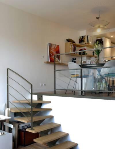 Rénovation Appartement et atelier d'artiste en triplex à Honfleur - vue de l'atelier vers l'escalier et l'espace de vie © francois louchet, par CREA DECO, Décoratrice UFDI à Honfleur, Deauville, Caen - 14