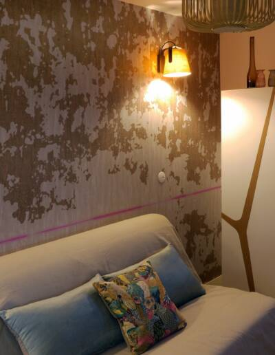 Rénovation Appartement et atelier d'artiste en triplex à Honfleur - vue sur le bureau et le papier peint panoramique sur-mesure © francois louchet, par CREA DECO, Décoratrice UFDI à Honfleur, Deauville, Caen - 14