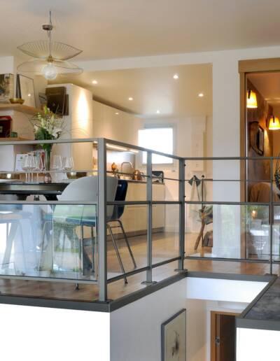 Rénovation Appartement et atelier d'artiste en triplex à Honfleur - vue sur l'espace de vie depuis l'atelier © francois louchet, par CREA DECO, Décoratrice UFDI à Honfleur, Deauville, Caen - 14